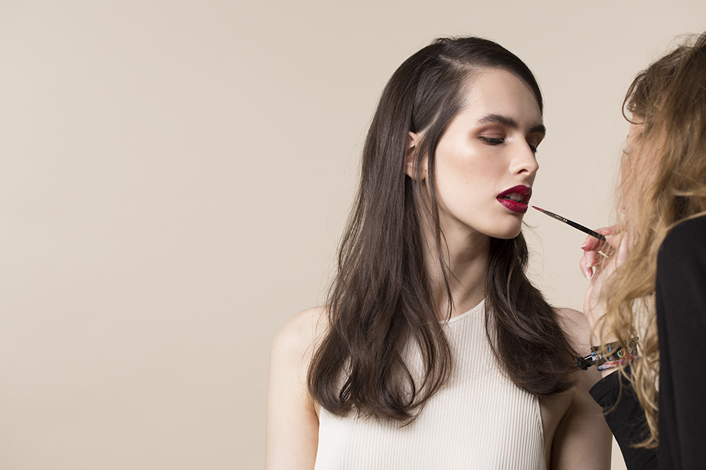 Photo: by Fashion campaign photographer Margaret (Maggie) Yescombe, behind the scenes in her photographic studio in Clapton, Hackney, East London. Model: Elisabeth, Make-Up Artist (MUA) Hairstylist: Dorota Nowacka. Red lipstick, dark hair, beige beauty