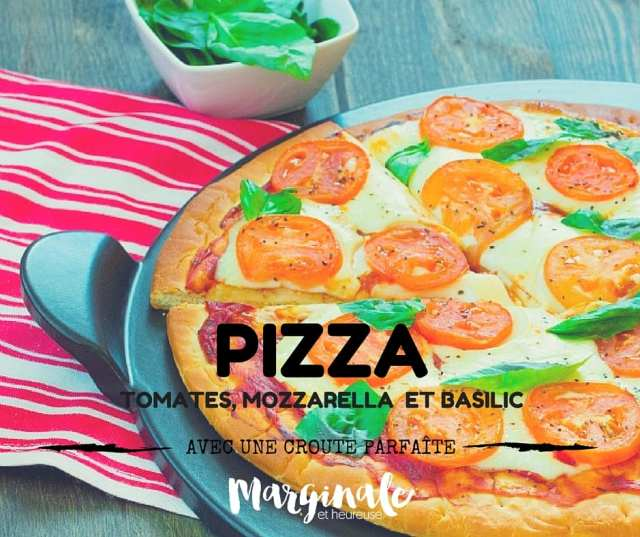 Pizza aux tomates, mozzarella et basilic