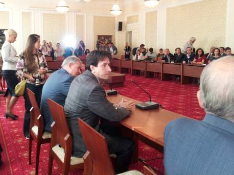Подписване на Споразумението за недопускане на враждебна реч по време на местните избори. Снимка: Светла Енчева.