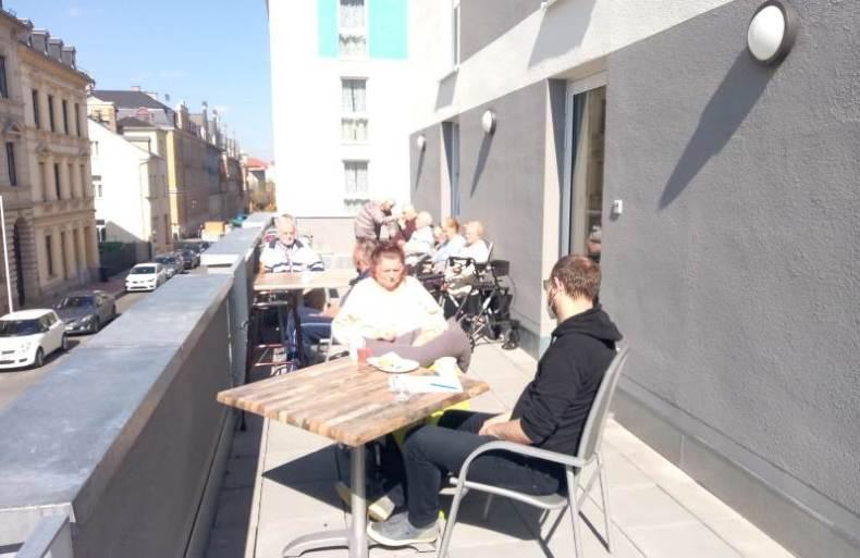 Auf dem Balkon der ersten Etage im ASPIDA Pflegecampus Plauen