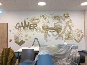 In mühevoller Detailarbeit gestaltete André Wolf unser neues Video / Spiele Zimmer
