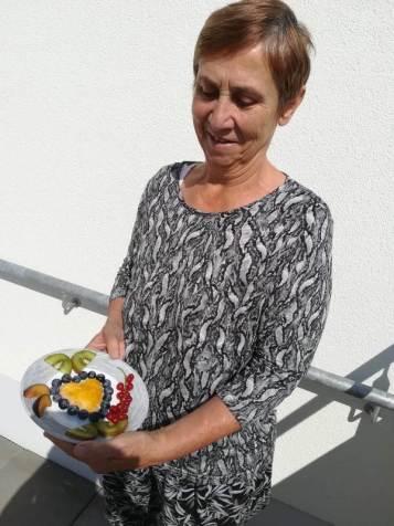 Martina mit Obstteller