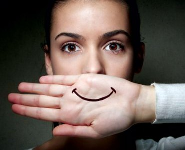 5 Cancer Symptoms Women Ignore