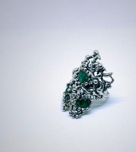 anillo barroco con esmaraldas