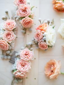 diy barrette à fleurs pour une coiffure romantique mariage