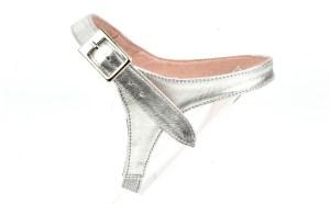 solution pour garder ses escarpins, sangles amovibles en cuir argent