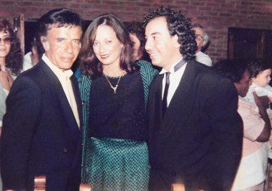 María Juliana Villafañe y Ricardo puente junto al entonces Presidente Menem quien los felicitó al ganar el Festival de la Canción Argentina-Puerto Rico 1992.