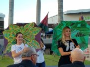 Festival de poesía Miami niñas sombrillas 3