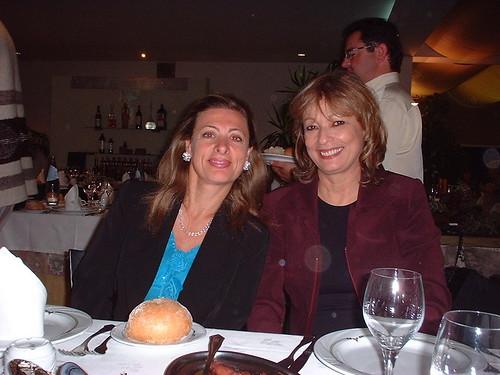 Las escritoras fueron invitadas a una cena donde el Alcalde dió la bienvenida y un grupo de cantantes y músicos mostraron el folklor de Galicia