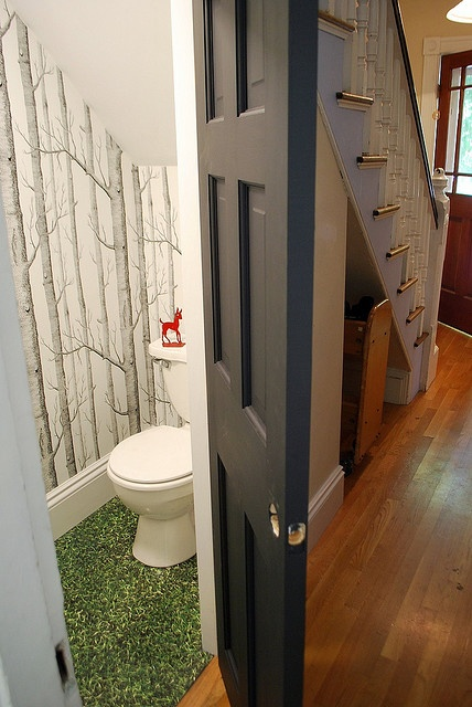 Flooring Fixes Make it a Forest Bathroom with Carpet Grass