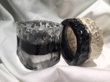 Bracciali in resina nero e foglia argento