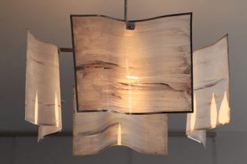 Lampadario in resina con struttura portante in ferro