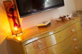 Lume in resina realizzato con sfumature oro, marrone, ambra