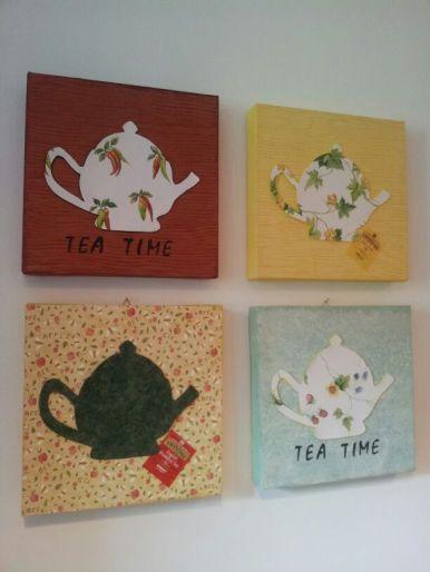 Quattro piccoli quadri realizzati con gli scarti di un catalogo di una carta da parati