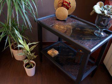 Restyling tavolino con piano in resina