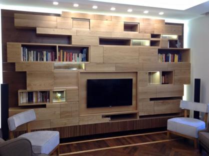 Una libreria in rovere spazzolato