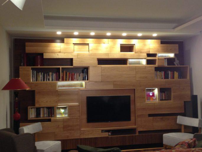La libreria in rovere spazzolato con inserti in plexy realizzata dalla falegnameria Pazienza progetto Studio Arcadia