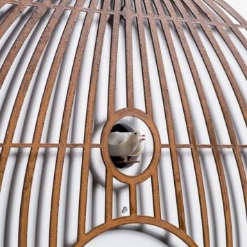 Lollologio cassa in metallo arrugginito