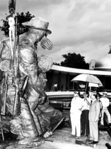 Tun Abdul Razak inspecting progress of Tugu Negara. Credit NST