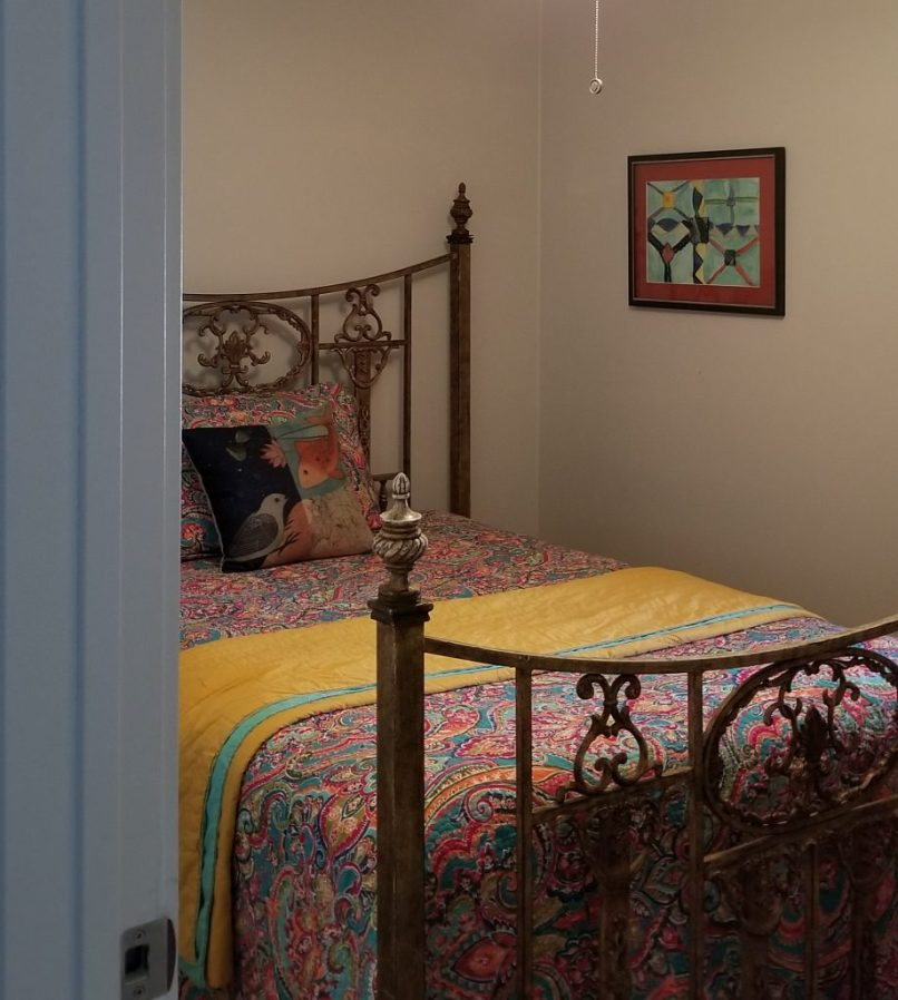 Hangout on Hidden Cove airbnb in Granbury, Texas, bedroom