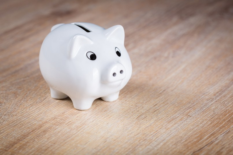 white piggy bank: how to create a budget that works for you. Photo by andreas breitling on pixabay