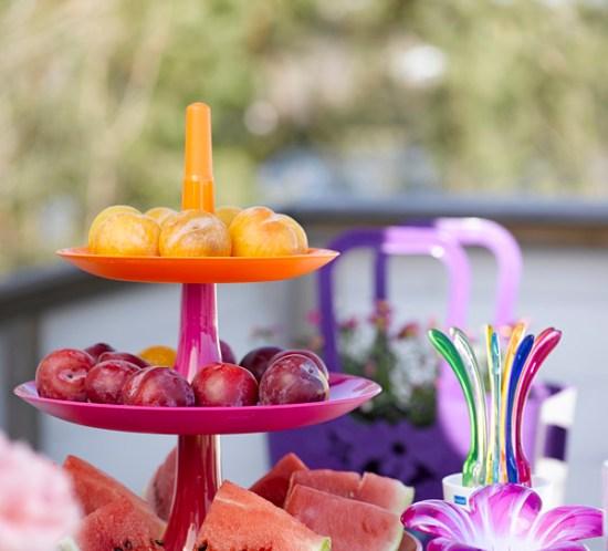 INTERIØRTIPS - BORDDEKKING: Fargerikt og sommerlig festbord til hytte og terrasse