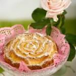 Formkake med te som smaker rose og vanilje