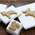 Julegaver med pepperkaker som dekor