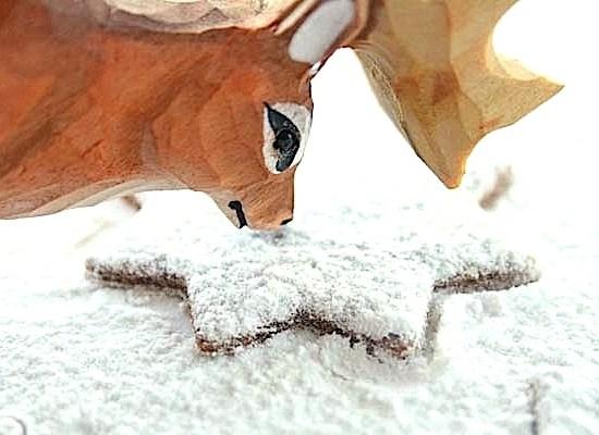 Rudolf smaker på ingeniørfruens pepperkake