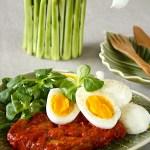 Makrell i tomat, egg og salat (kr 22,02)