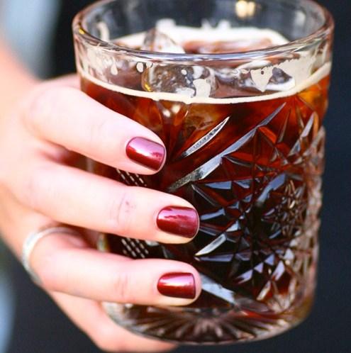 Enkel oppskrift på cocktail med Tia Maria og Cola