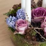Adventsfat med lilla blomster