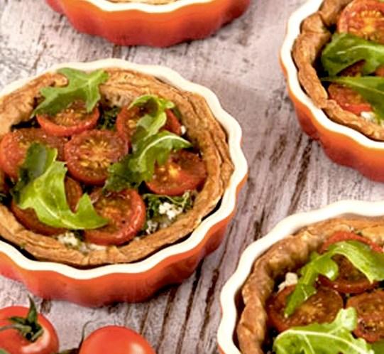 Oppskrift-på-terter-med-tomat-fetaost-og-rukkula