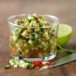 Agurksalsa med fersk chili, lime og koriander