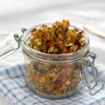 Pistasje- og aprikoschutney til ost & kjeks-kvelden