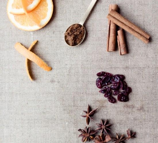 FREDAGSCOCKTAIL Hvitvinsgløgg med krydder