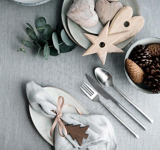 INTERIØRTIPS Julens bord i grått og sarte grønne nyanser