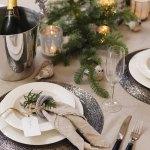 Intimt julebord med frisk granbar og skimrende sølv