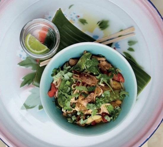 Oppskrift på thaiwok med indrefilet av svin, grønnsaker, ananas og ris