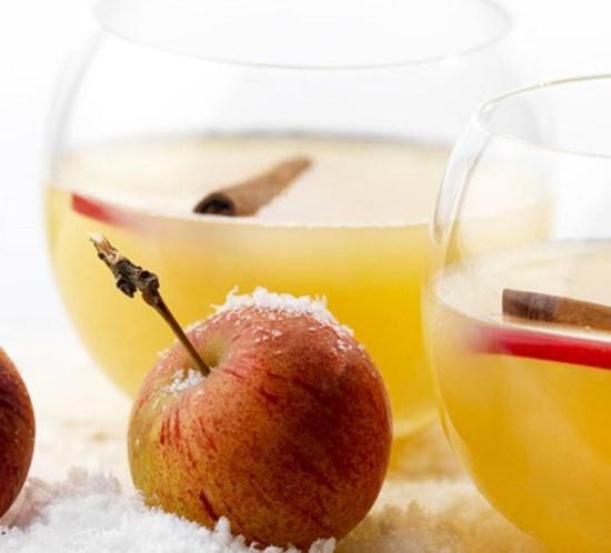 Oppskrift på varm epledrikk med kanel og calvados