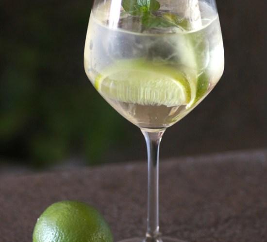 DRINKER OG COCKTAILS - Oppskrift på Martini Royale