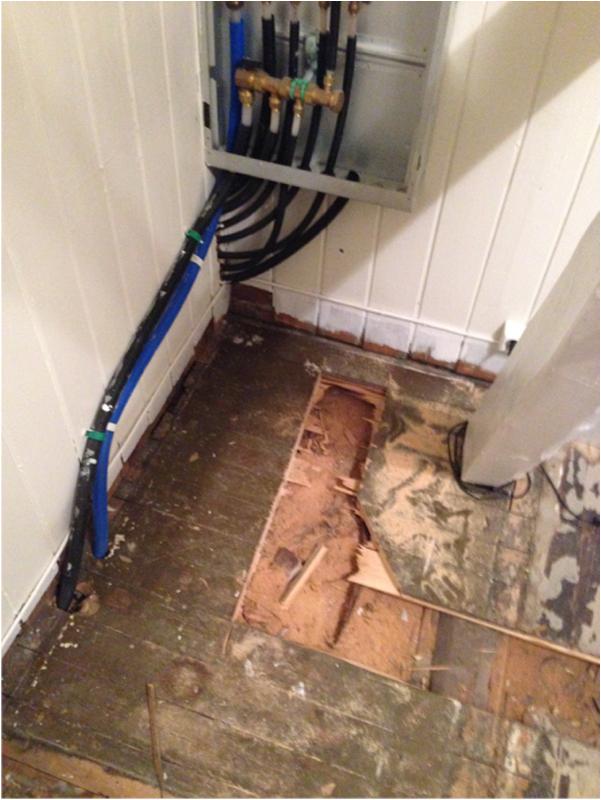 FØR OG ETTER Kjøkkenrenovering - rør i gulvet