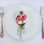 Fire fine ideer til kuvertpynt med blomster