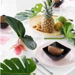 Tropisk festbord med ananas og palmesus