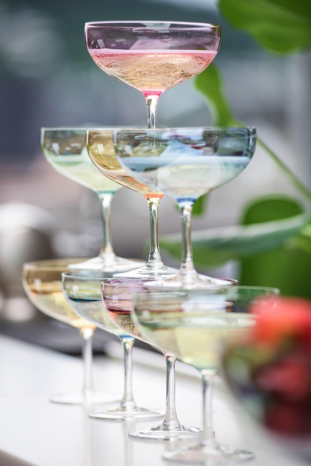Nye sukkertøyfargede champagneglass Happy fra Magnor