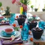Tropisk og frodig festbord som forlenger sommeren