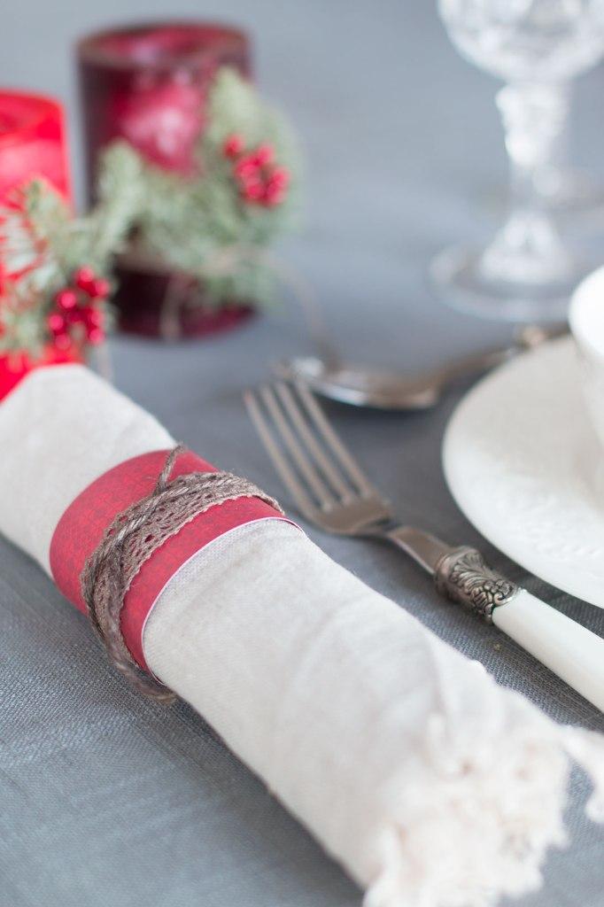 borddekking-lage-serviettholdere-av-papir-og-snor-hyssing