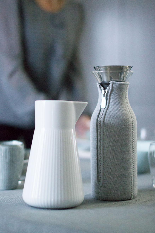 003-borddekking-i-blaatt-graat-hvitt-turkis