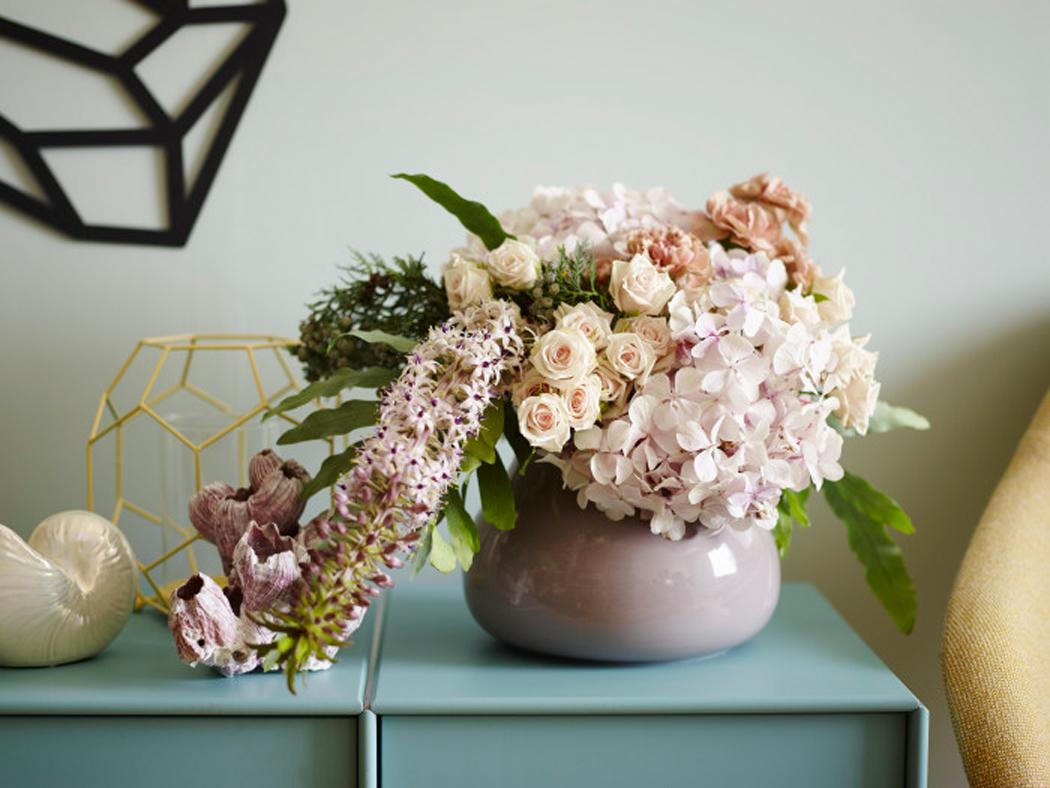 Blomsterbukett snittblomster avskårne rosa toner