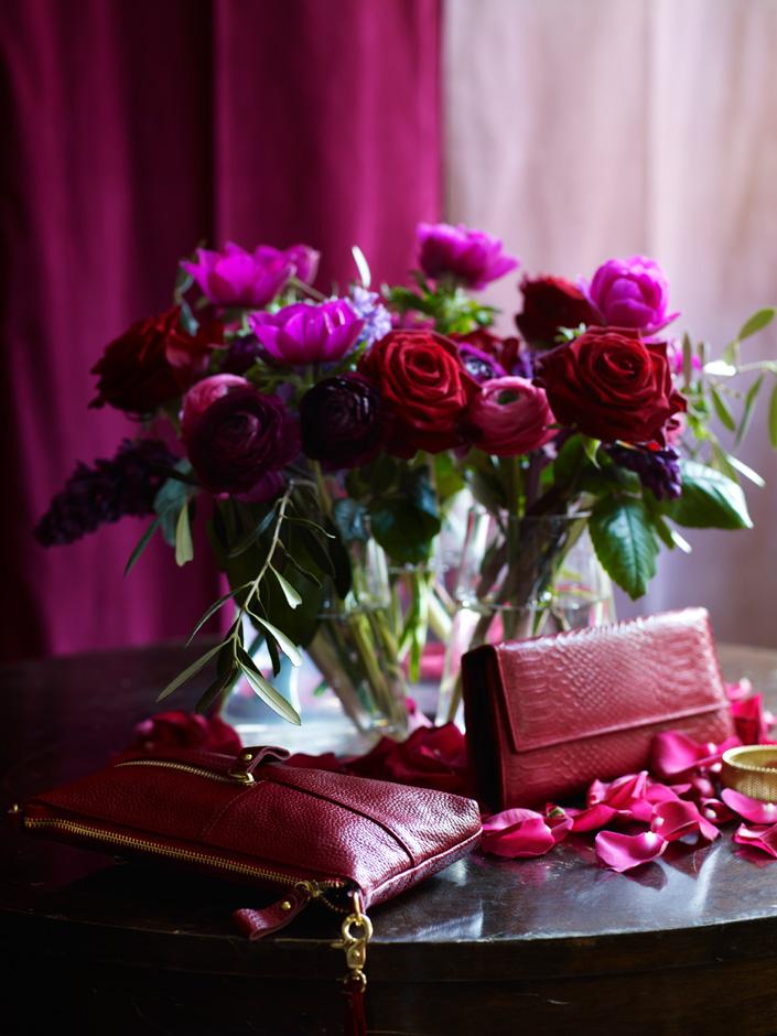 Bukett med roser og ranunkler